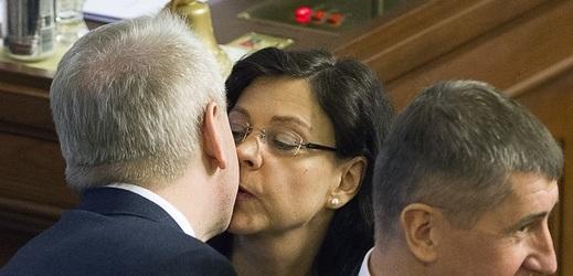 Donesly se nám drby o vášnivém vztahu mezi ministryní práce a sociálních věcí Marksovou a ministrem vnitra Chovancem.